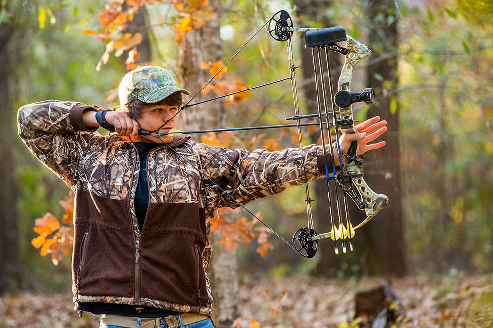 can you shoot a compound bow with fingers